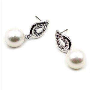 Fashion silver pearls crystal earrings